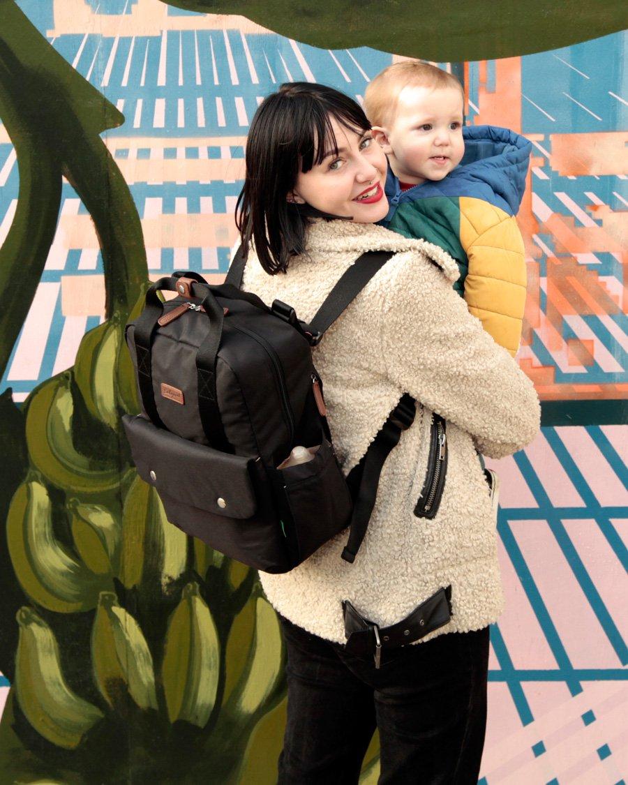 Für mehr Gleichberechtigung an der Wickelfront: Wickelrucksäcke im Unisex-Look wie der Georgi Backpack aus der Eco Collection von BABYMEL