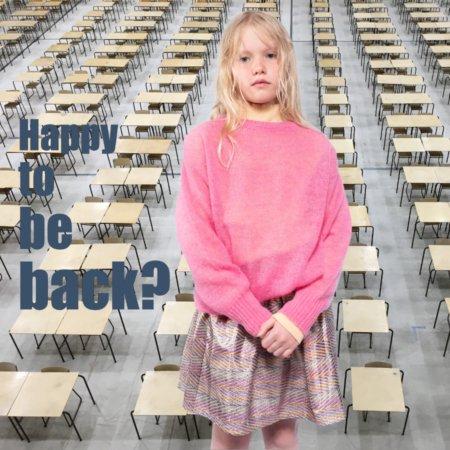 """Das """"Pretty in Pink""""-Outfit von REPOSE AMS liefert den nötigen Optimismus – den Masken in der Schule zum Trotz"""