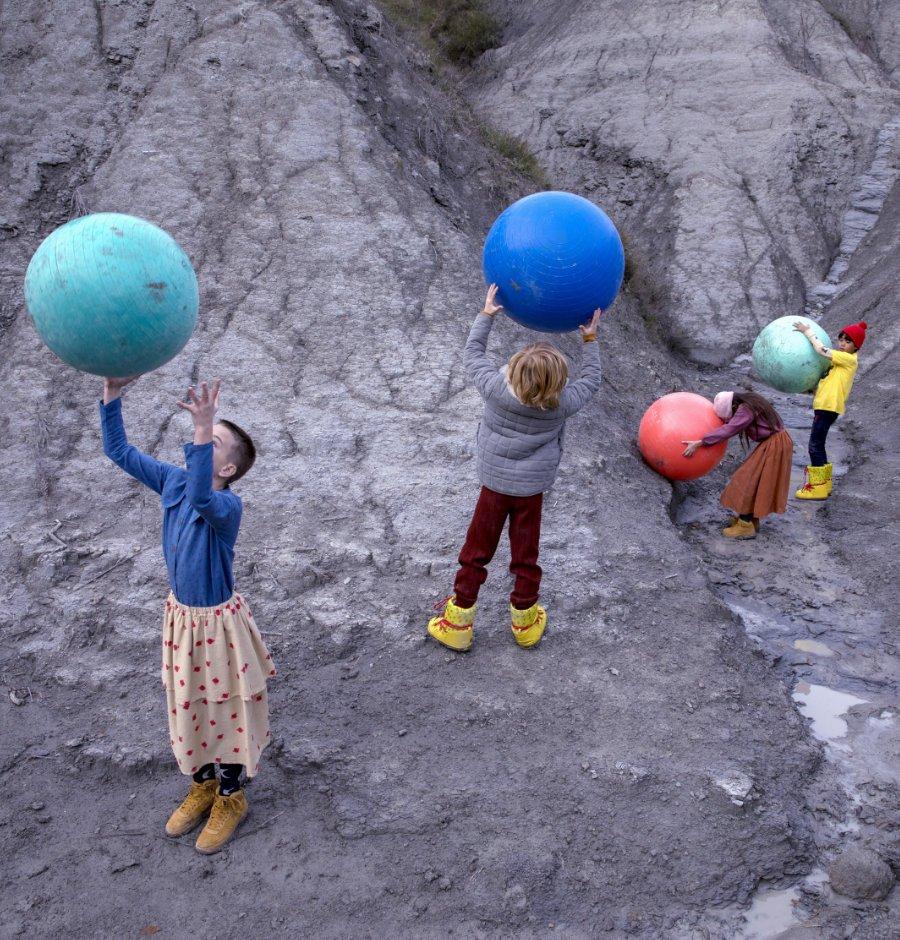 Die Welt gehört in Kinderhände! ... Viele Kinder sind sich heute ihrer Rechte bewusst und wollen mitbestimmen. Image © Bobo Choses
