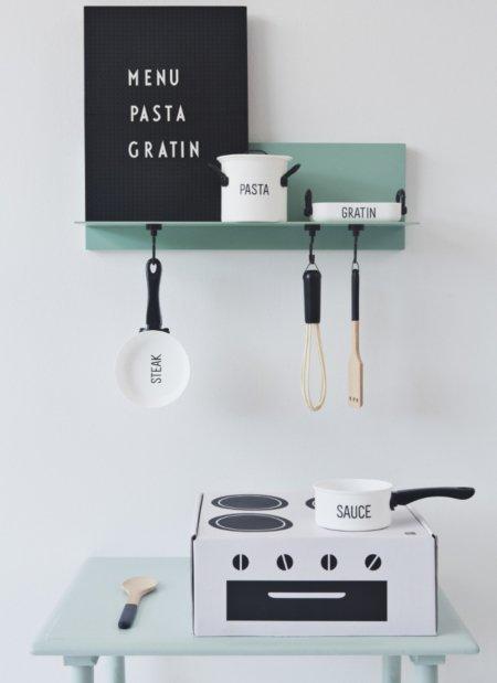 Minimalistisch: Einen Karton und ein paar Töpfe, mehr braucht es nicht, um die Fantasie junger Gourmets anzuregen © Design Letters