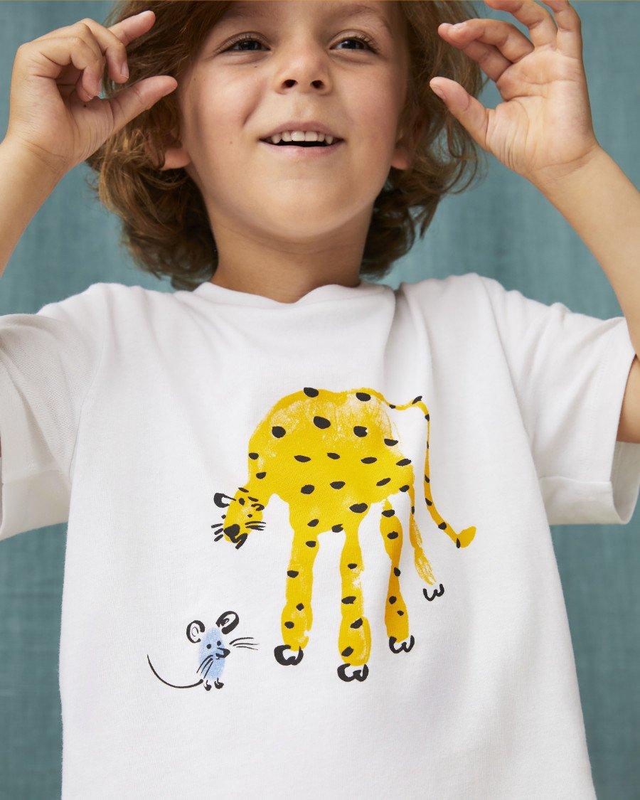 """Wie """"Rigo und Rosa"""", die Künstlerin Marion Deuchars lässt Leopard und Maus auf dem T-Shirt von ARKET Freunde werden"""