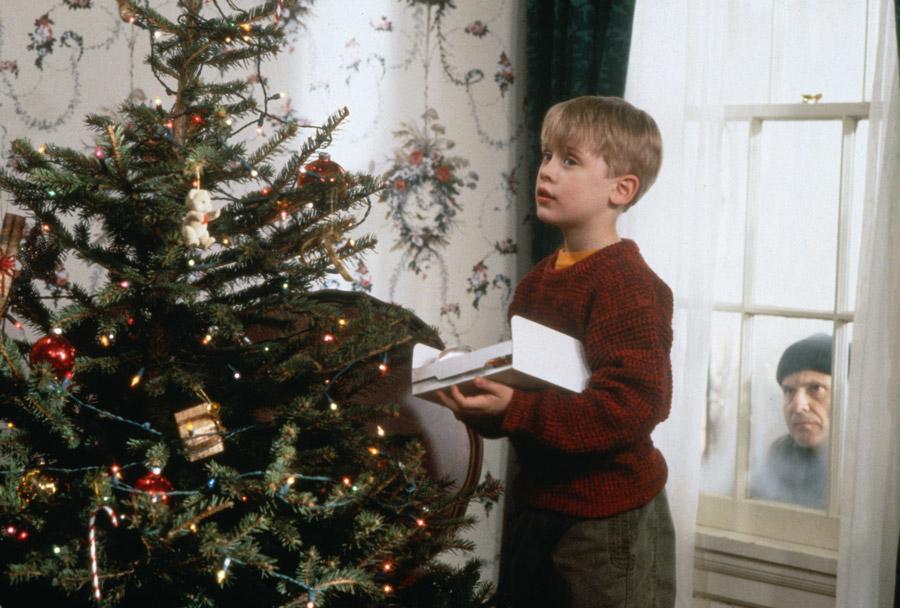 Kevin allein zu Haus: Noch ahnt Kevin nicht, wer ihn an Heiligabend besuchen wird – Image © 20th Century Fox