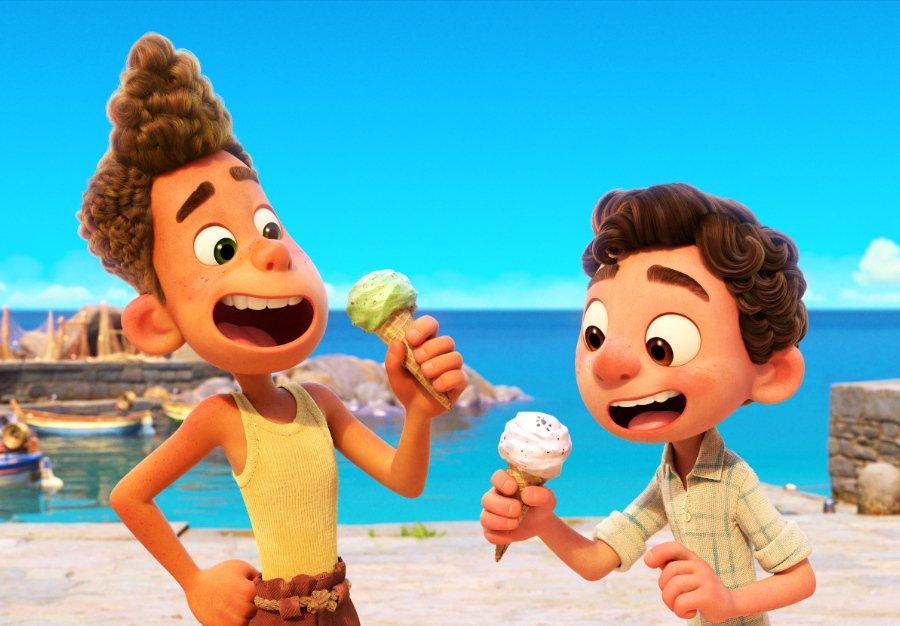 Ein Gelato beim ersten Landgang muss sein: Draufgänger Alberto bringt Luca auf den Geschmack von Freiheit © Disney/Pixar