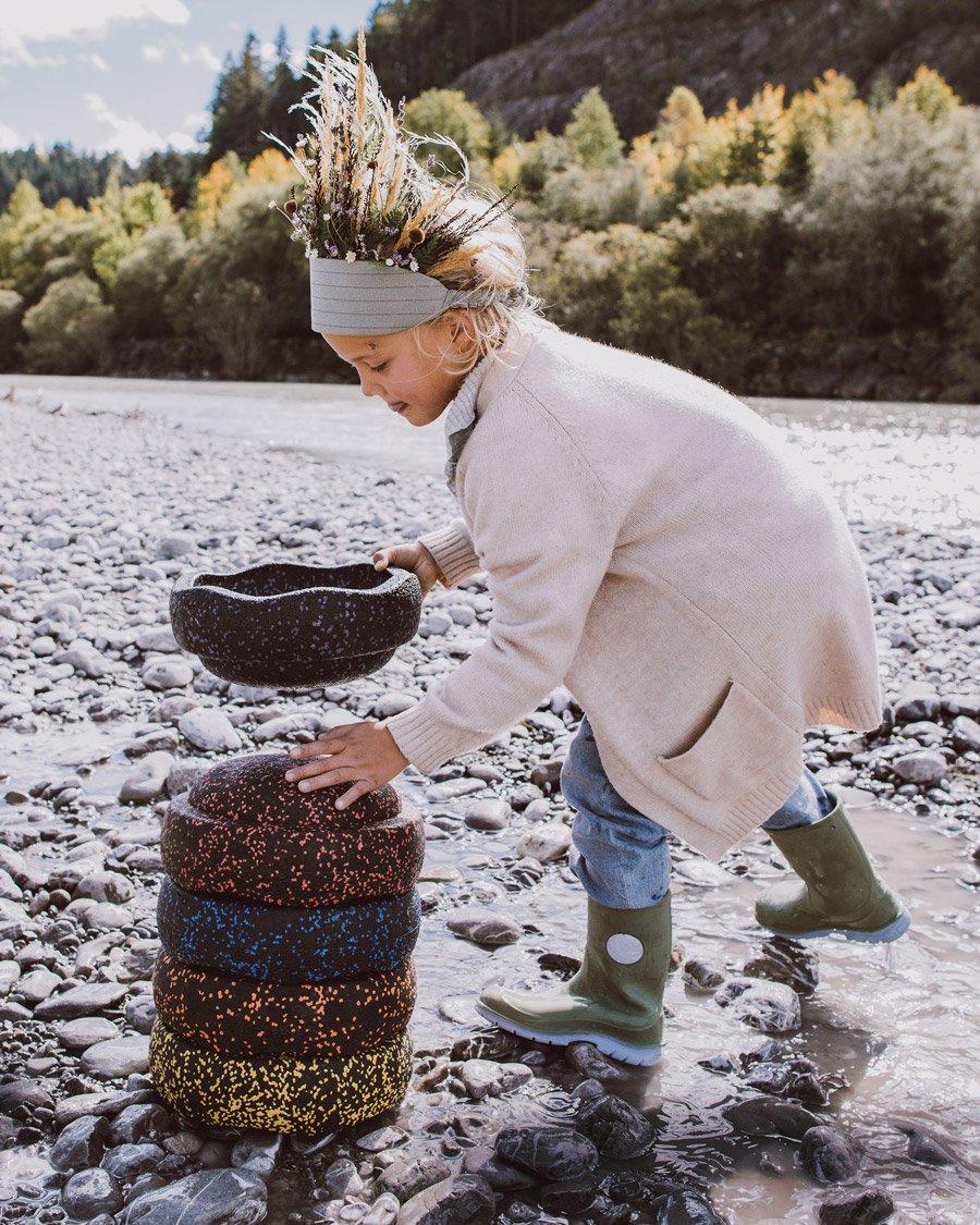 """Eine """"bridge over troubled water"""" oder ein Boot für Meeko? Der STAPELSTEIN macht alles mit © Sabrina Schindzielorz für Tiny Hazel"""