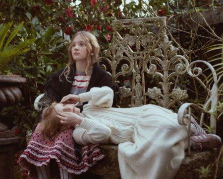 Schneeweißchen und Rosenrot? Diese Herbst-Looks von FISH & KIDS erinnern an das berühmte Märchen der Brüder Grimm