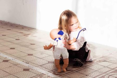Außergewöhnlich, aber kindgerecht – LOVE Kidswear setzt auf bequeme Passformen, wie bei der trachteninspirierten Coco Bluse