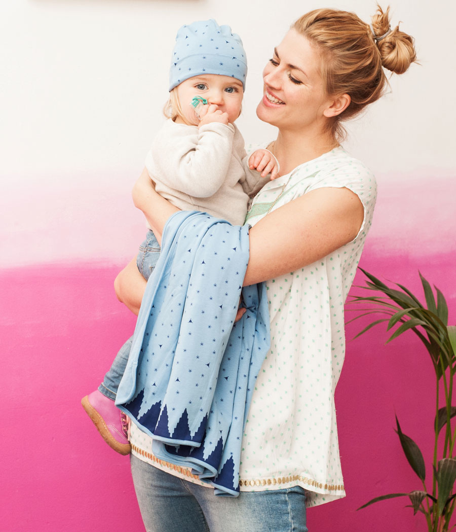 Schauspielerin Nina Bott und Töchterchen Luna sind die Testimonials der neuen mara mea Babylinie