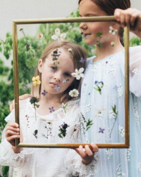 """Die Schönheit der Natur festhalten: Mit der SS20-Kollektion """"Herbarium"""" wandelt das Kindermodelabel PAADE auf Emily Dickinsons Spuren"""