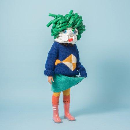 Kunst aus Plastikmüll? Die Masken von Alex Lockwood sind der Blickfang in der Capsule Collection von Bobo Choses © Lucho Torres