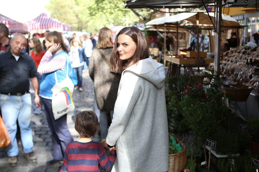 Das gemeinsame Einkaufen mit Sohn Flynn ist Foodbloggerin Julia Radtke sehr wichtig. © DK Verlag/Julia Radtke