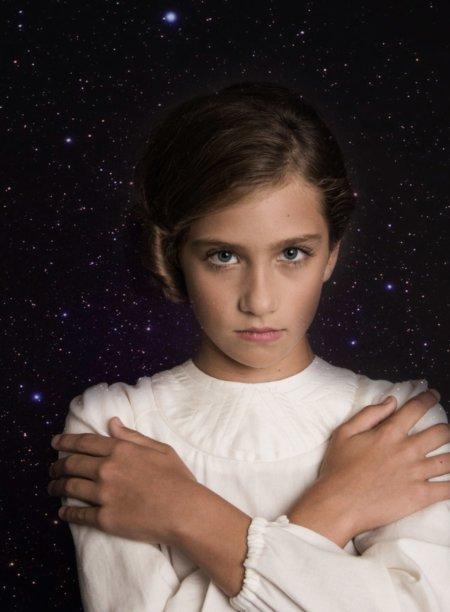 """Nein, das hier ist nicht die junge Carrie Fisher, sondern die Pianistin Jana König im """"Princess Leia Dress"""" von The Small Gatsby"""
