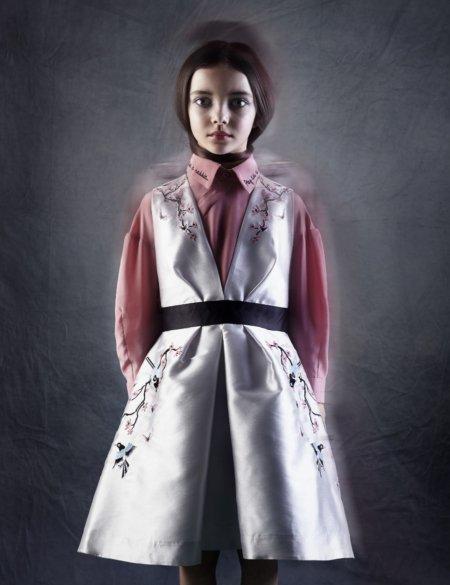 Japanische Kirschblüten-Romantik trifft Londoner Underground: Seidenkleid und -bluse aus der Statement Collection von RASPBERRY PLUM