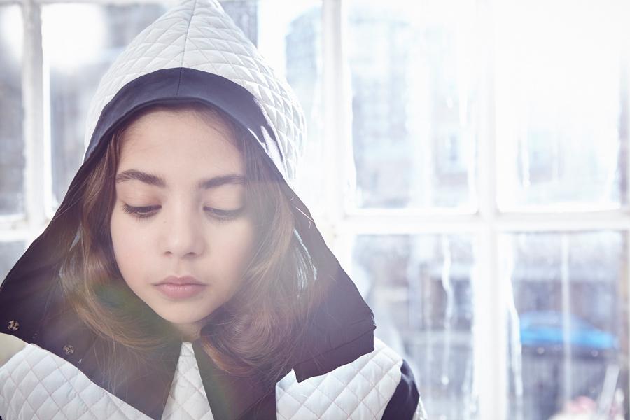 Für modemutige Mädchen – Mantel SORA von OWA YURIKA im markanten Schwarz-Weiß-Design