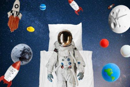"""Völlig schwerelos: Schon mal trainieren für das Leben im All mit Bedding Set """"Astronaut"""" ... Collage © MILAN Magazine"""