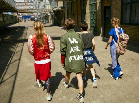 """Junge Rebellen kleiden sich nach dem Motto """"Come as you are"""": Teenager Streetwear von Soft Gallery für den Sommer 2018"""