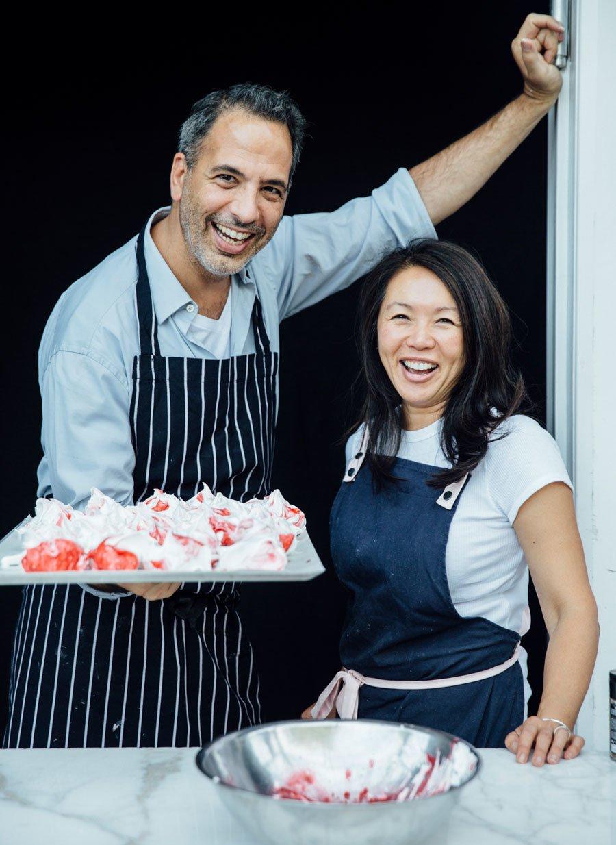 Yotam Ottolenghi und Helen Goh haben ein ausgesprochenes Faible für raffinierte Dessertrezepte. Foto © Peden + Munk