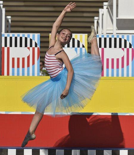 P.O.P. trifft Klassik: Sommermode Trends mit Tanzeinlage auf dem Catwalk © Giovanni Giannoni