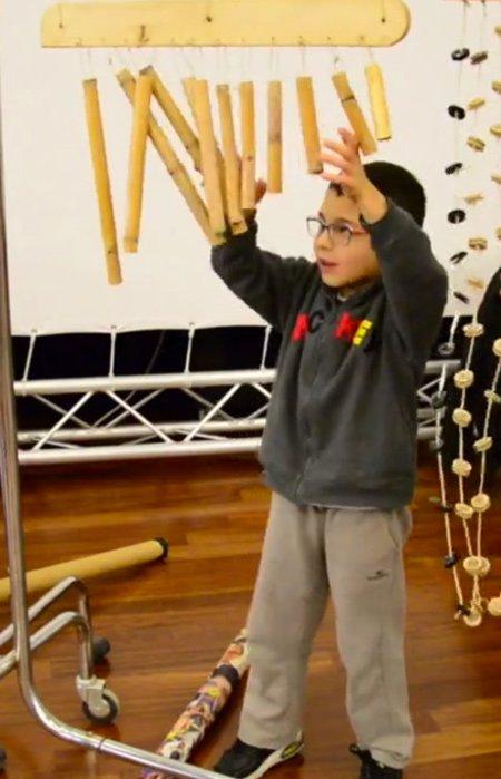 Musikalische Erziehung in Reinform: Kleiner Percussionist ganz groß!
