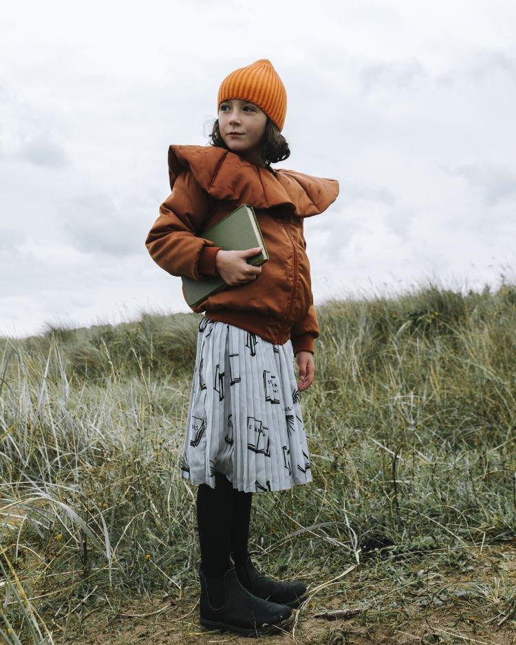 """Mode aus England für Bibliomanen: """"Book Eating Kid"""" und """"I Love Reading"""" steht auf dem Pleated Skirt"""