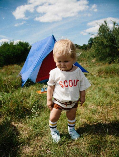"""Camping mit Kindern: Bequeme Schuhe wie dieses """"Early Walker""""-Modell von Young Soles sind ein Muss!"""