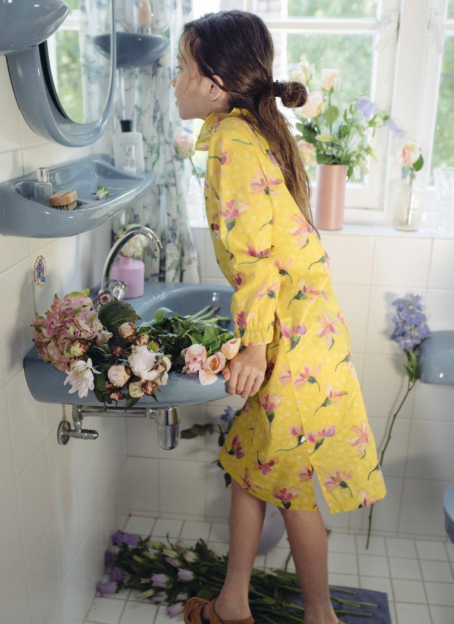 Die Blumenkönigin unter den Stay at Home-Outfits: das fein gewebte Liberty-Kleid von REPOSE AMS