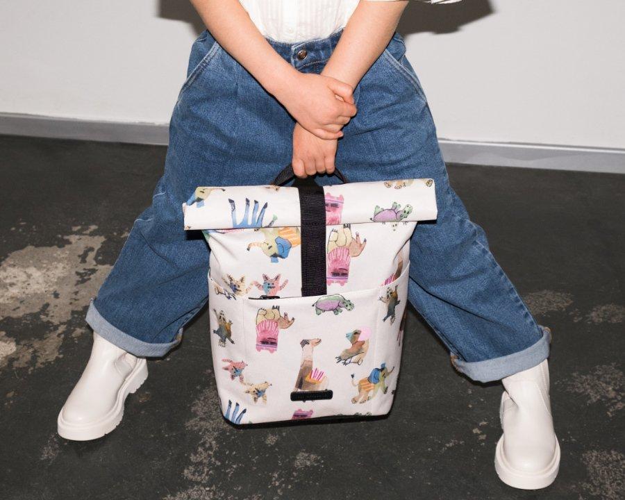 Der neu entwickelte Kinderrucksack Hajo Macro: minimalistisch und im Stil eines Kurierrucksacks