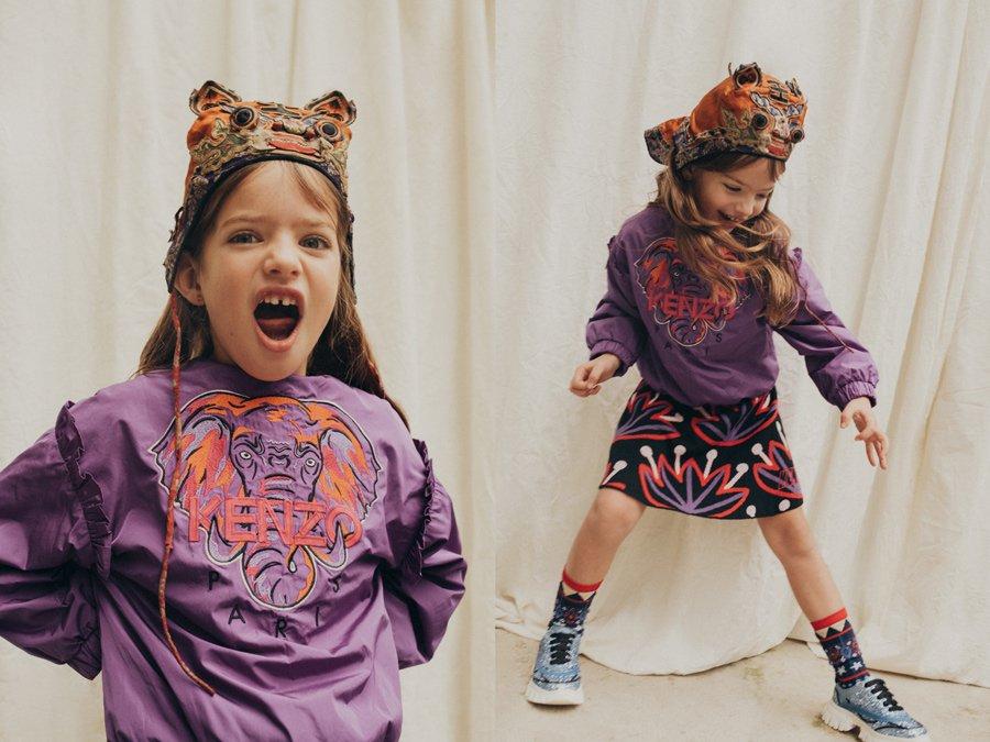 Wenn ich Sonntags in mein Kenzo schlüpf: Cloe trägt ein Outfit von KENZO KIDS, Socken ALTO MILANO, Sneakers VALMAX