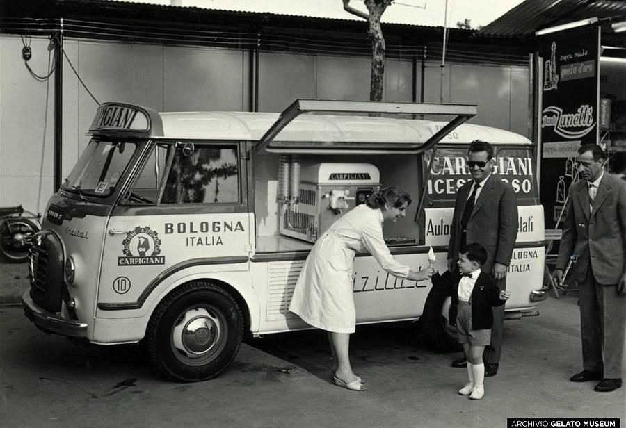 03-auto-mit-softeismaschine-1958