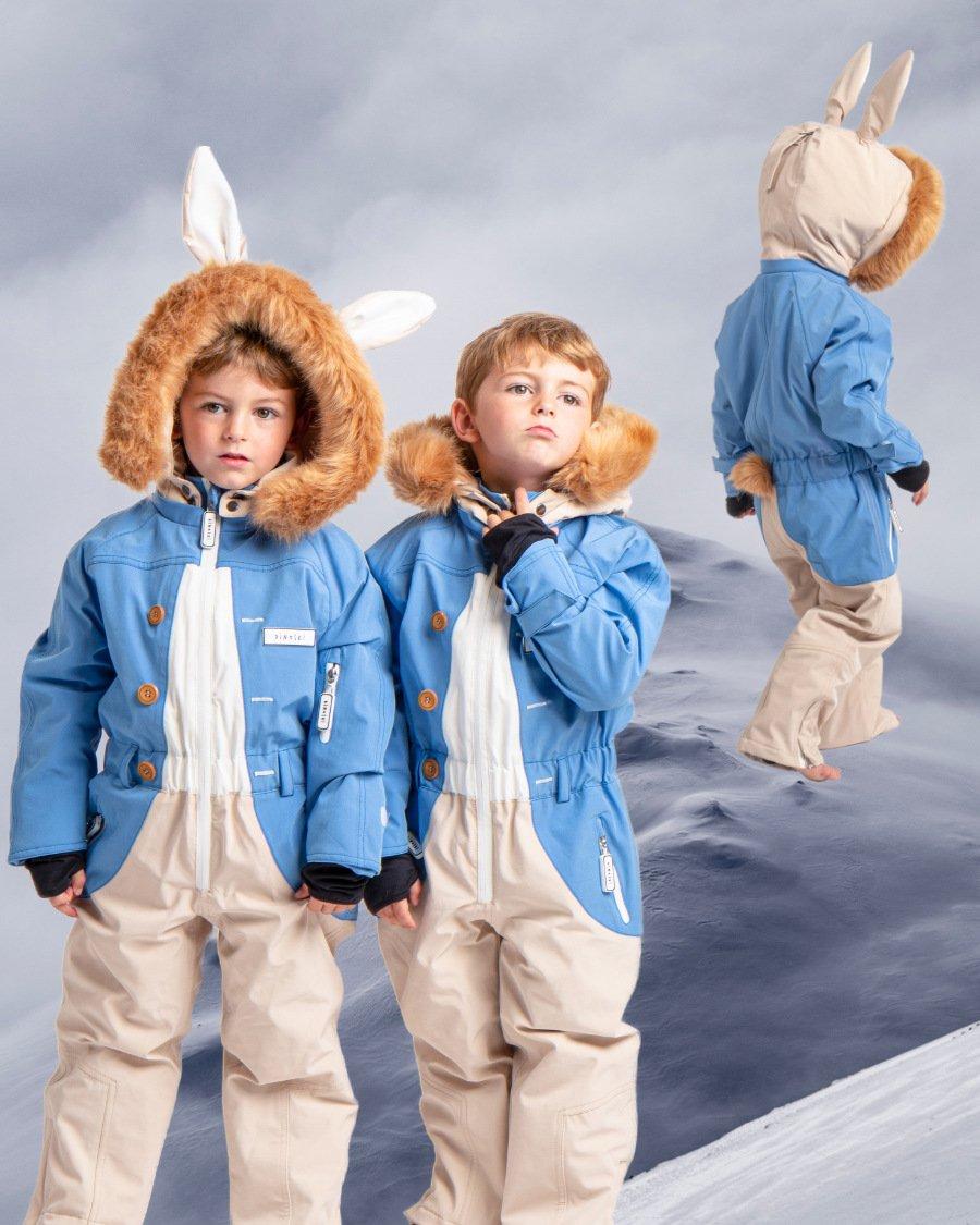 Blaues Jackett, lange Löffel und ein knuffiges Schwänzchen für hoppelige Pistengaudi: wenn es dann endlich wieder heißt – Schifoan!