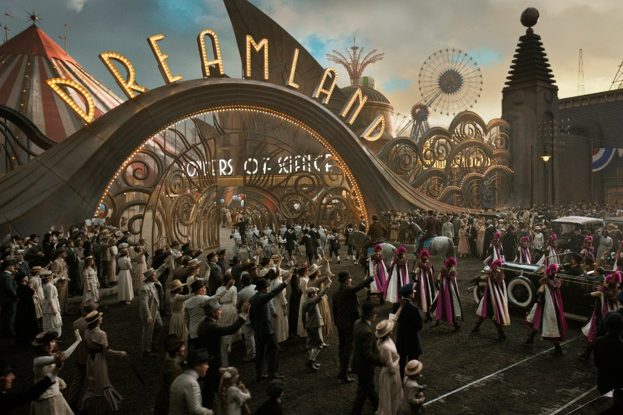 Jenseits von Gut und Böse. Mit Dreamland hat Visionär Burton einen ziemlich skurrilen Freizeitpark geschaffen. Image © Disney