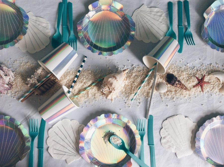Tischlein deck dich! Die Mermaid Party Box von For Just ONE Day zaubert im Nu eine aquatische Tischszenerie