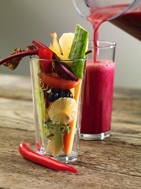 Säfte aus frischem Obst und Gemüse regen den Stoffwechsel an. Foto © Reiner Schmitz