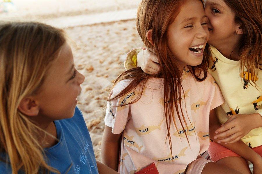 """Hai-Alarm vor Mallorca und auf dem """"Shark Lesson"""" Shirt: vom Tiger- bis zum Hammerhai werden hier gleich alle aufgezählt"""