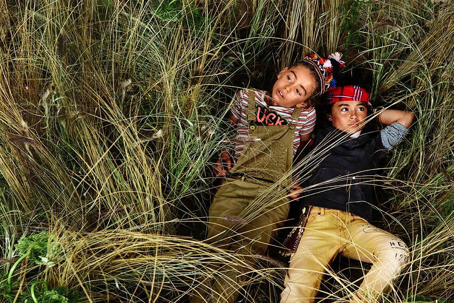 Dschungeltauglich – Safari Dungarees mit bestickten Patches und die Rocker-Hose kombiniert zu einem 2-in-1 Hoodie