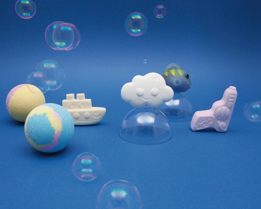 Wellness Badespielzeug für Kinder: die Seifen duften nach Ananas-Kokos, Himbeere oder Pfirsich; die Badekugeln wirken entspannend