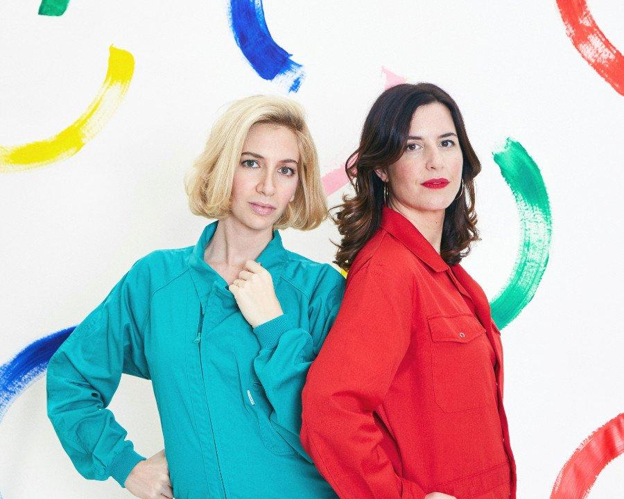 Style-Clash! Schmuckdesignerin Sabine Getty und La Coqueta-Gründerin Celia Muñoz haben sich an ein mutiges Modeprojekt gewagt