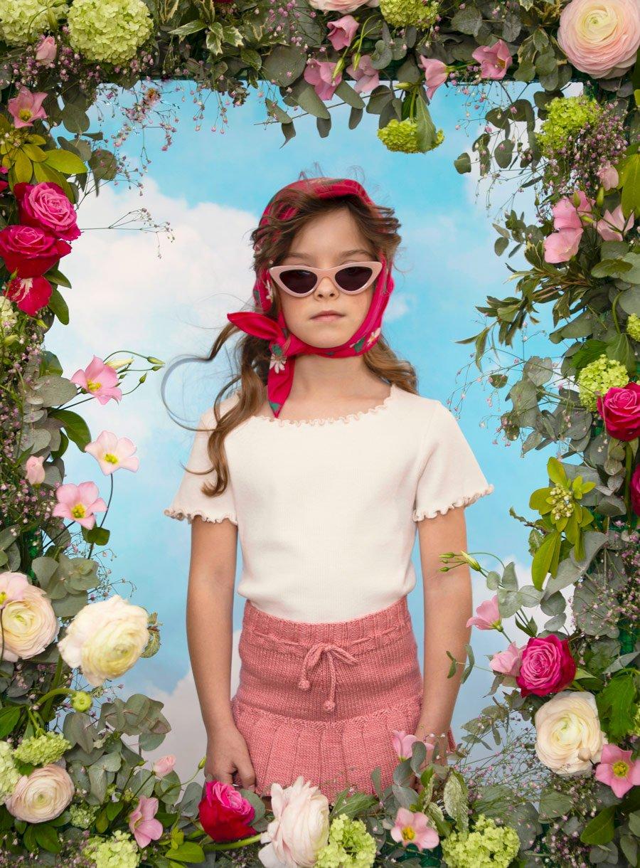 Lana im La La Land: Schal THE CAMPAMENTO, Sonnenbrille RENDEL & BONTON, Shirt THE NEW SOCIETY, Rock MISHA & PUFF