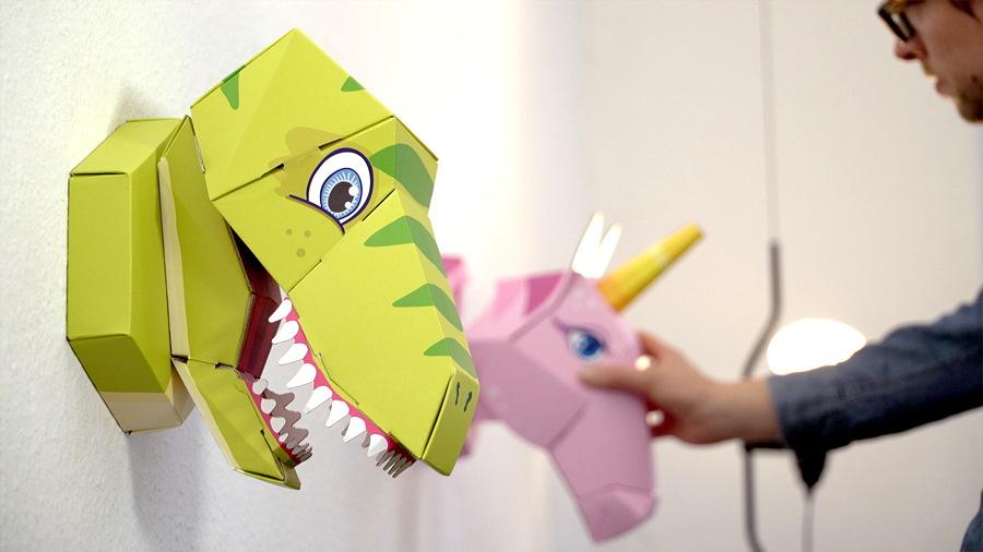 """Machen sich auch sehr gut als Wanddeko – der Dinosaurier """"Schulrex"""" und das Einhorn """"Emma"""""""