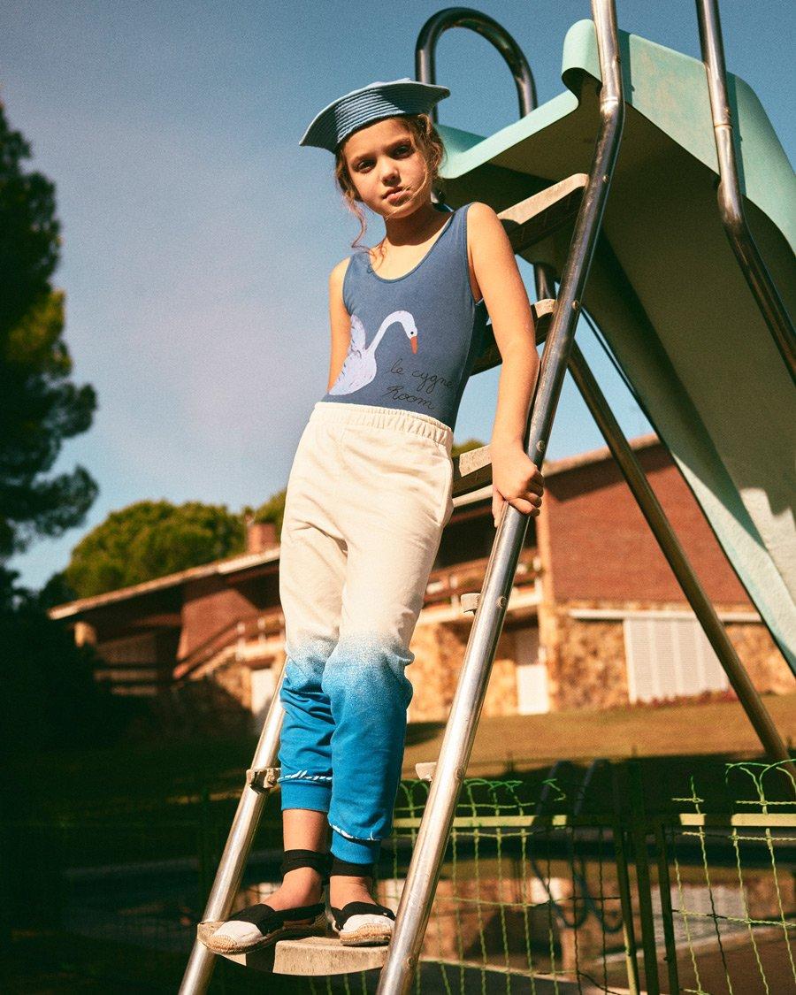 Frischekick: Für den Urlaub hat WEEKEND HOUSE KIDS die Jogginghose in den Pool getaucht