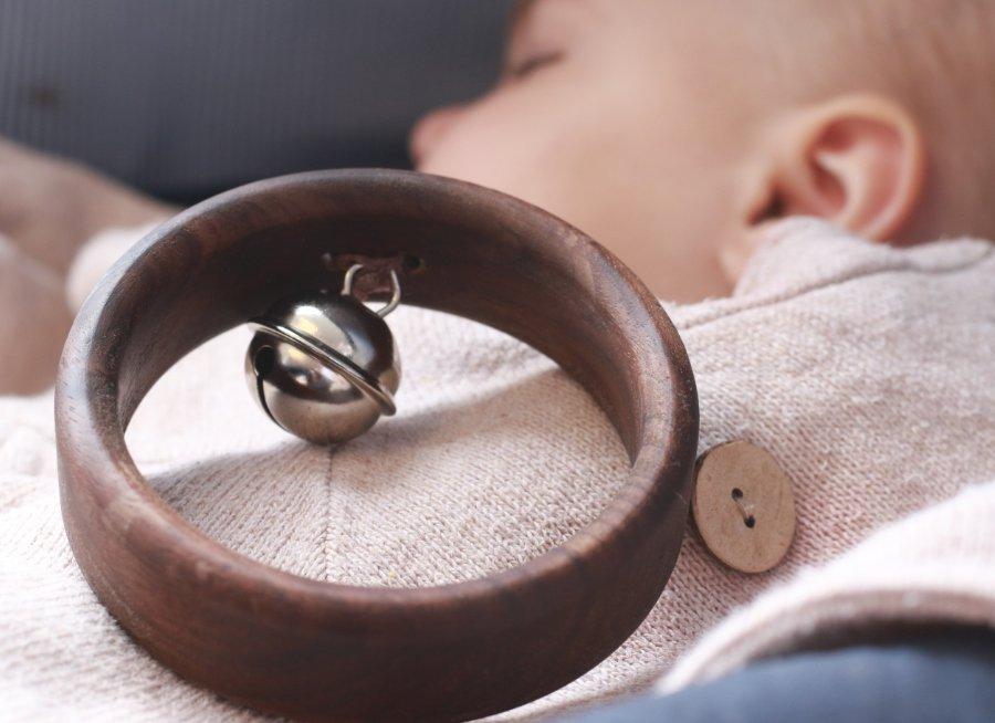 Natürliches Spielzeug, das nicht überfordern, sondern das Kind fördern soll! Dafür steht FEELWOOD FURNITURE