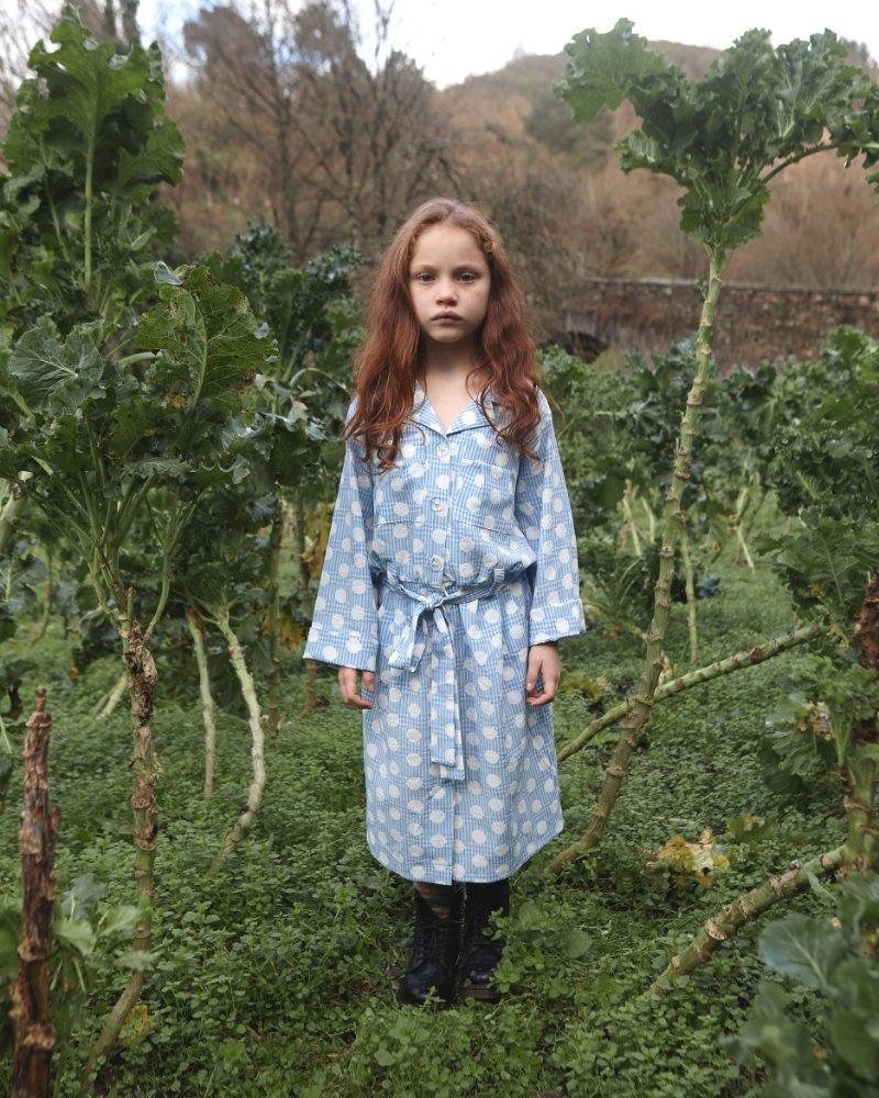 Prinzessin auf der Erbse im hyggeligen Julfest-Gewand, einem Pyjama-artigen Kleid von Fish & Kids