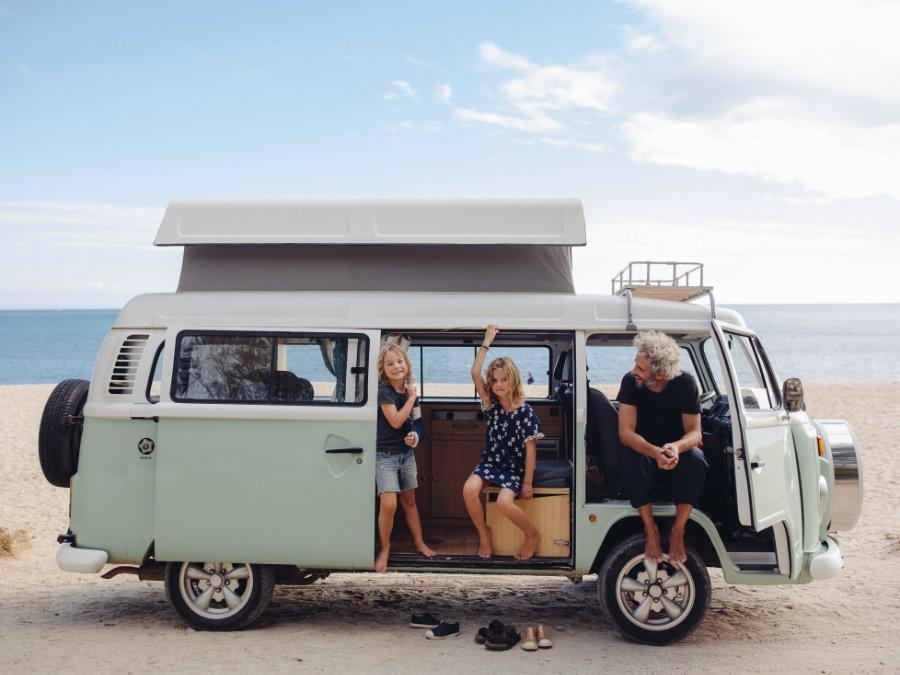 Next Stop Portugal: Auf ihrer Weltreise campten die Penners im Parque Natural da Arrábida © Quartier Collective, Gestalten 2020