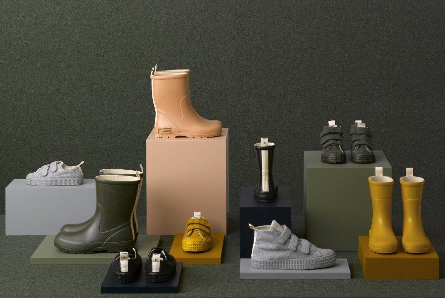 Goldener Oktober: Regenstiefel und Sneaker für den Herbst leuchten in Mustard oder geben sich dezent in Grey Melange
