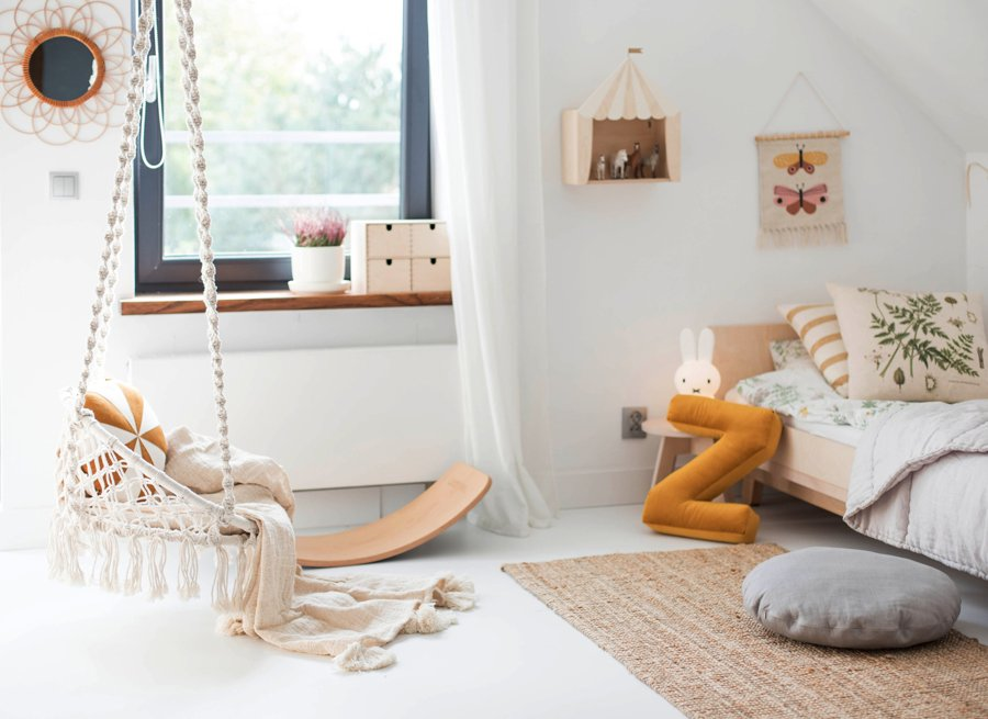 Weiß suggeriert Weite und bietet den perfekten Background für helle Holzmöbel und roughe Naturmaterialien