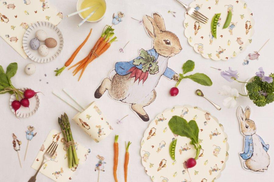 Let's get the Carrot Party started! Zu Ostern tischen wir die quirligen Figuren von Beatrix Potter auf, garniert mit frisch geklauter Ernte von Peter Hase!