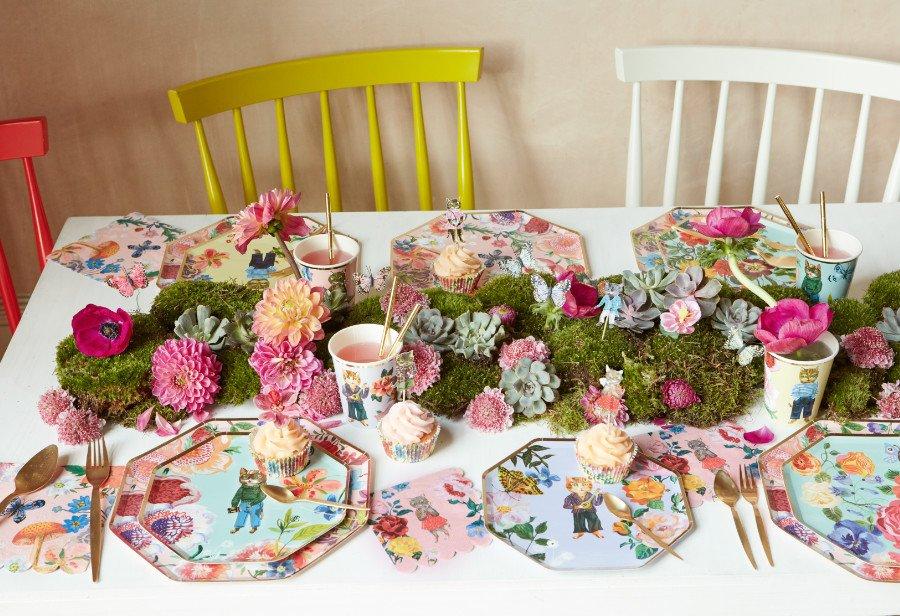 Stehlen selbst den Cupcakes die Show: Kuchenteller, Trinkbecher, Cake-Topper, Förmchen und Servietten designt von Nathalie Lété für MERI MERI