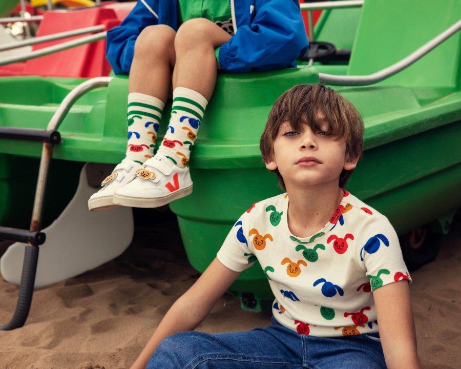 Wenn Streetwear-Kollaborationen eine langjährige Freundschaft besiegeln: Der VEJA x MINI RODINI Sneaker
