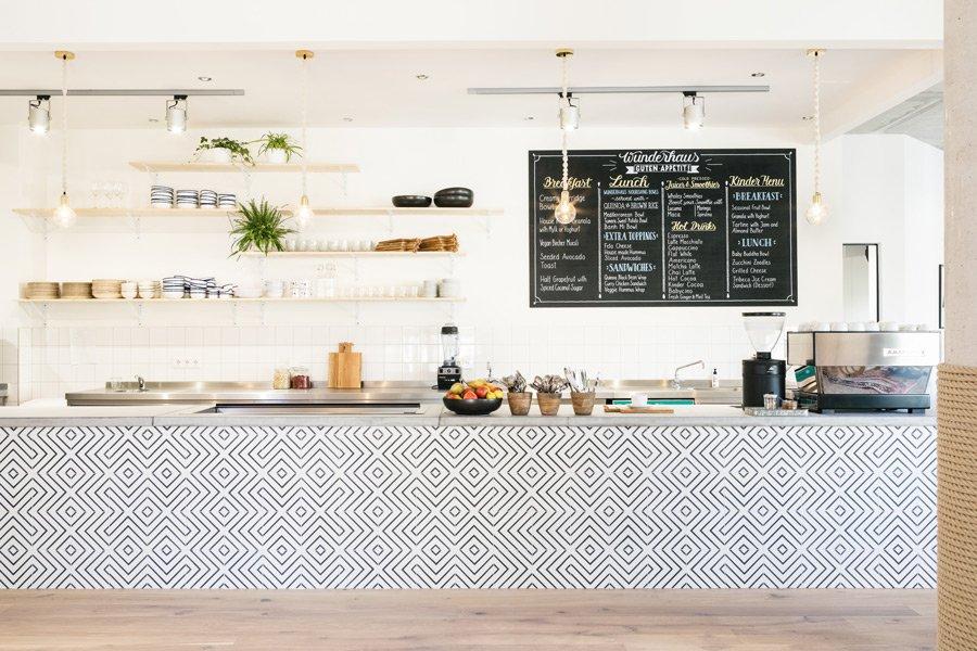 Das Wunder Café verwöhnt anspruchsvolle Großstadt-Gaumen: Matcha Latte, Avocado Toast und eine Baby Buddha Bowl dürfen auf der Speisekarte nicht fehlen