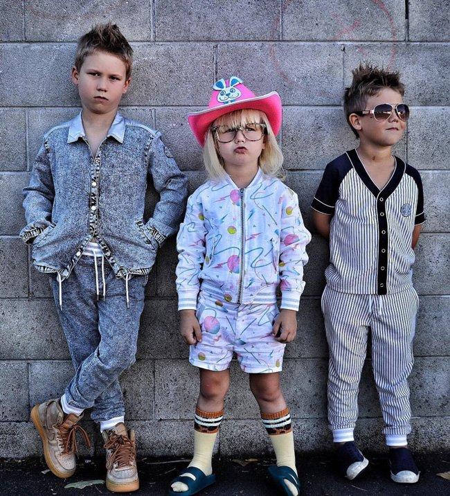 Hudson, Harper und Harvey aka @cool_dudes_nz im 80s-Look von Oaks of Acorn