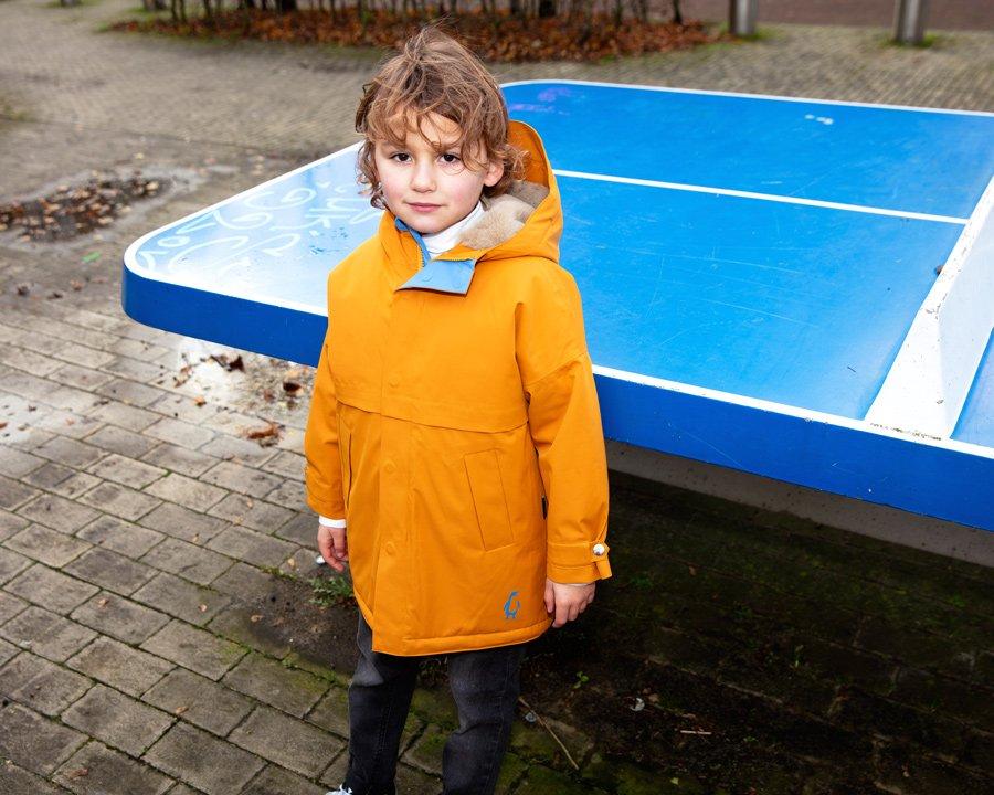 """Nichts für den russischen Winter, aber für das """"Hollandse Weer"""" bestens geeignet: der Regenparka mit Teddyfutter von GOSOAKY"""